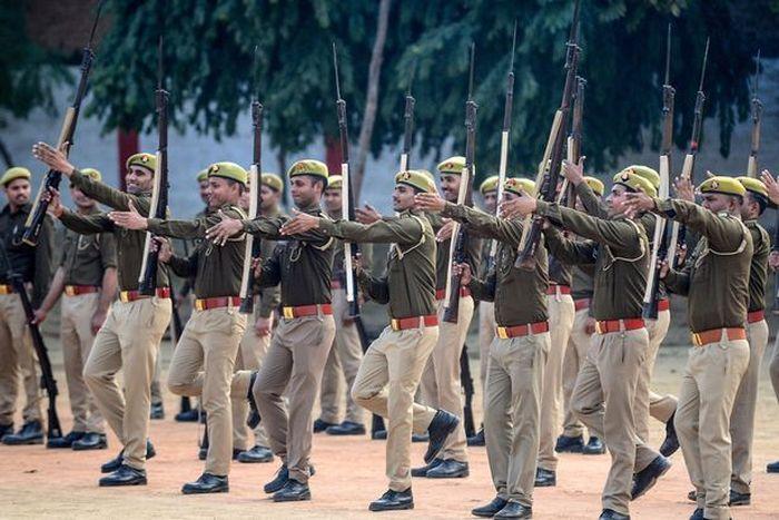 Polisi di Uttar Pradesh, India utara, mengatakan mereka telah menemukan senjata dari rumah tersangka
