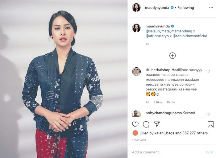 Maudy Ayunda kembali mencuri perhatian dengan penampilan anggunnya mengenakan batik modern