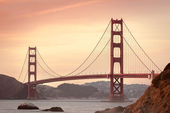 Ilustrasi jembatan besi