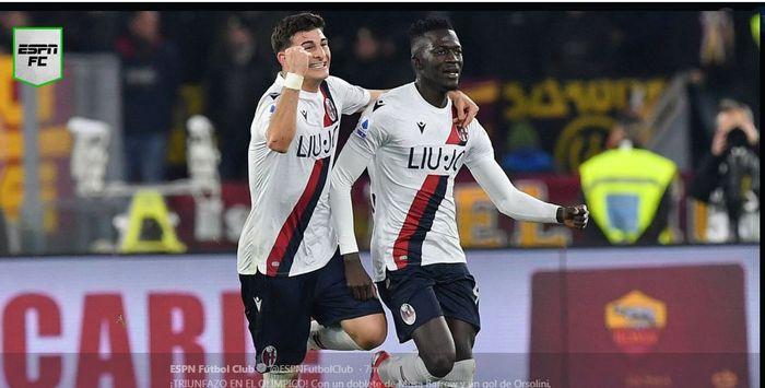 Riccardo Orsolini (kiri) dan Musa Barrow jadi bintang kemenangan Bologna di kandang AS Roma, 7 Februari 2020.