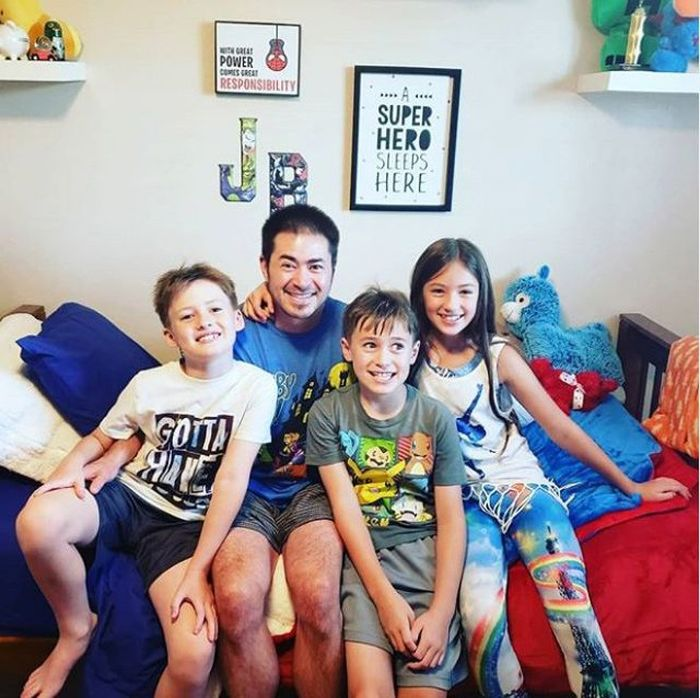 Thomas bersama anak-anaknya yang kini telah tumbuh dewasa.