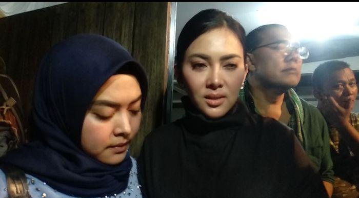 Aisyahrani dan Syahrini saat dijumpai Grid.ID di kediaman Bunga Citra Lestari, yang berada di kawasan Pejaten, Jakarta Selatan, Rabu (19/2/2020).