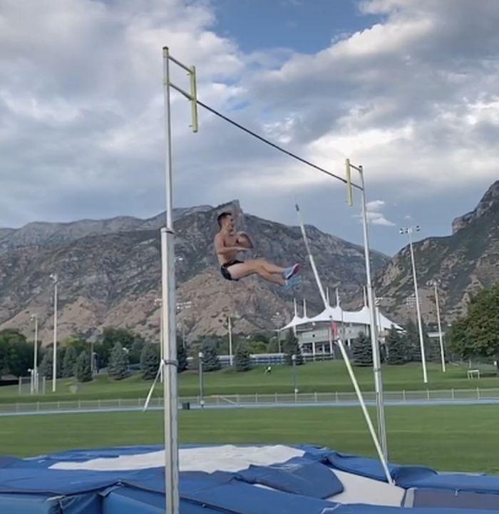 Bikin Video TikTok, Atlet Lompat Galah Ini Alami Momen Tragis saat <a href='https://pekanbaru.tribunnews.com/tag/testis' title='Testis'>Testis</a>nya Tertusuk, 'Saya Bisa Melihat Langsung Bagian Dalamnya'