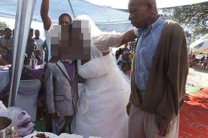 Bocah 9 tahun nikhai wanita usia 62 tahun dengan 5 orang anak (source: Wittyfeed via Wiken)