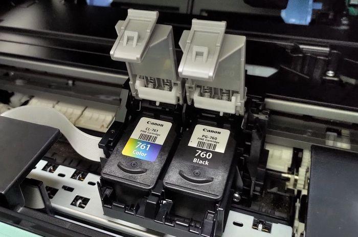 Jika Anda sering mencetak, apalagi mencetak foto yang membutuhkan cartridge warna yang cukup besar, kapasitas XL bisa jadi pilihan.