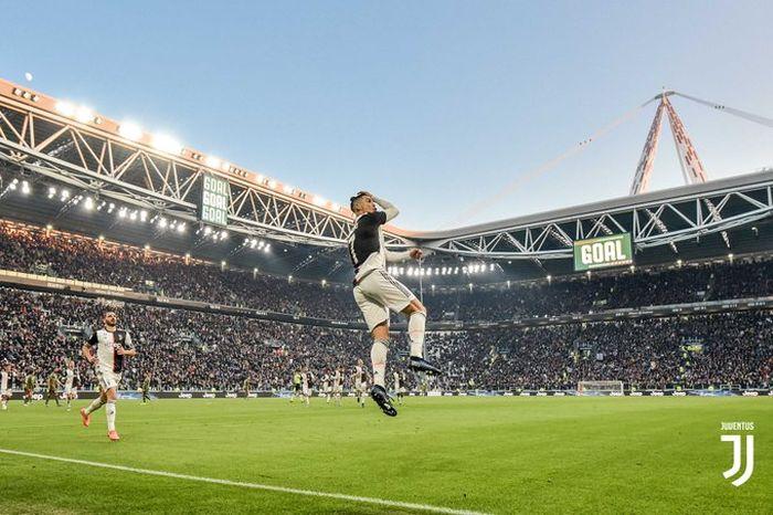 Megabintang Juventus, Cristiano Ronaldo, melakukan selebrasi.