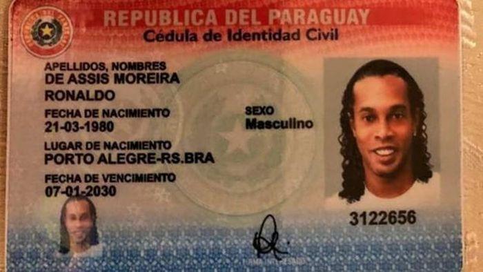 Dokumen palsu Ronaldinho.