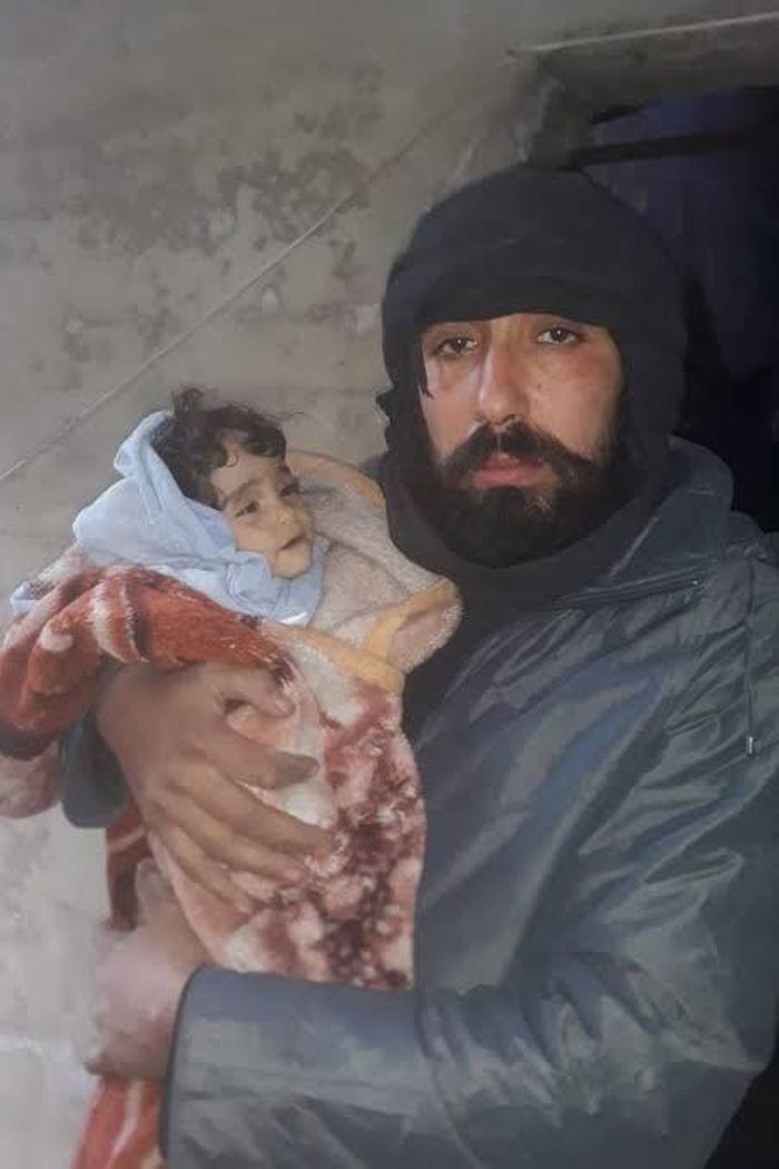 Ahmad Yassin Leila dan putrinya yang masih bayi, Iman, yang mati kedinginan.