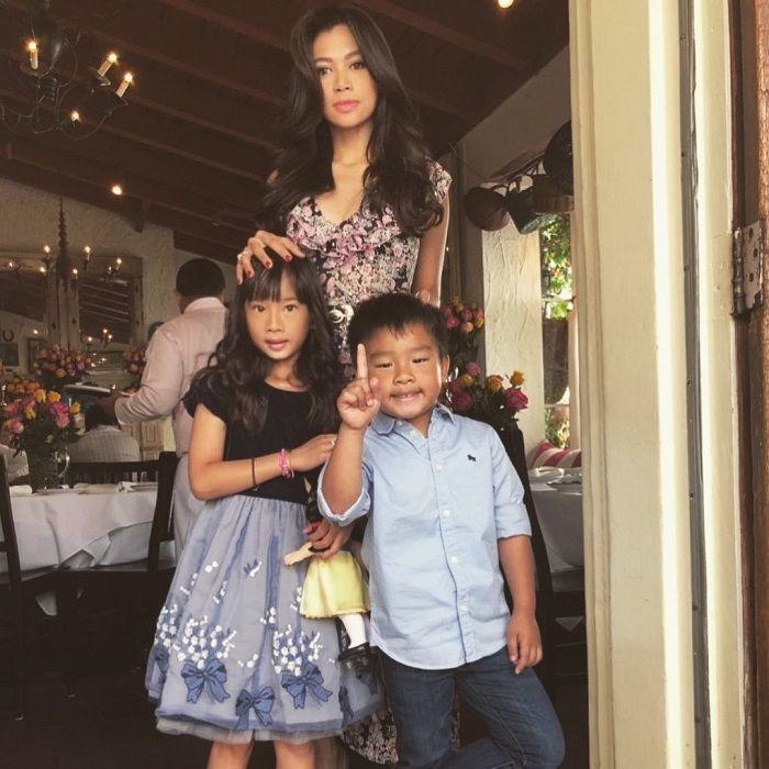 Potret Adinda Bakrie bersama kedua anaknya, Kierra Amanina Ong dan Kellan Ong.