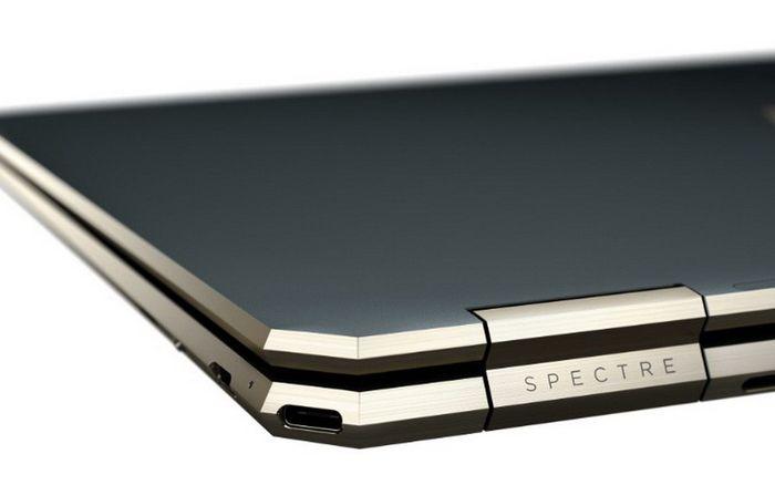 Dengan desain unik, HP menempatkan porta USB Type-C di sisi samping kanan belakang dan tombol power di sisi samping kiri belakang.