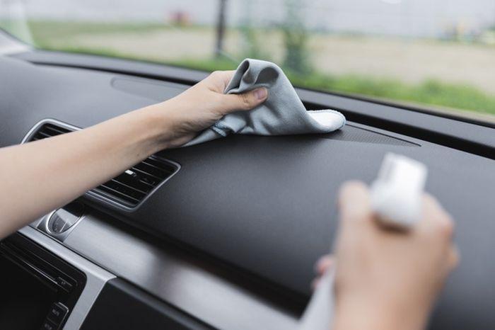 Tips membersihkan interior mobil cegah virus corona.