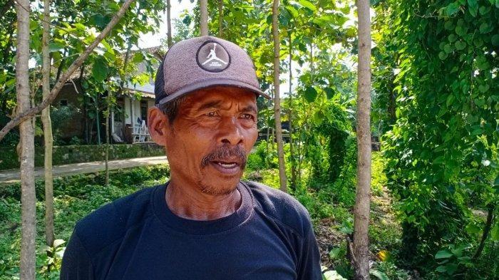 Suripto, penggali makam keluarga Jokowi.