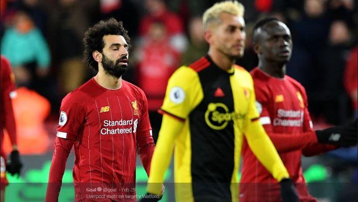 Ekspresi kecewa striker Liverpool, Mohamed Salah (kiri) setelah timnya kalah dari Watford yang juga berarti The Reds gagal menyamai rekor invincible milik Arsenal.
