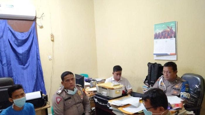 POLISI tengah melakukan pemeriksaan terhadap oknum polisi unit Satlantas Polsek Medan Timur, Sabtu (11/4/2020).