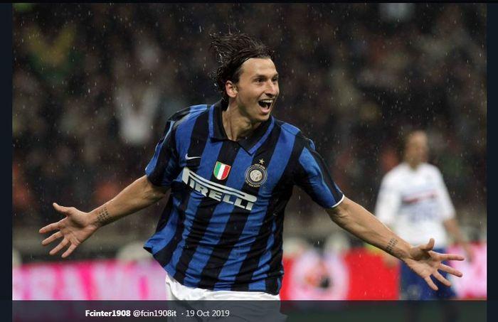 Zlatan Ibrahimovic saat merayakan golnya untuk Inter Milan.