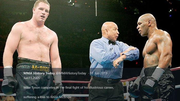 Mike Tyson (kanan) menghadapi Kevin McBride dalam pertandingan tinju kelas berat di MCI Center, Washington D.C, Amerika Serikat, 11 Juni 2005.