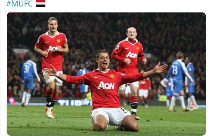"Striker asal Meksiko, Javier ""Chicarito"" Hernandez, saat membela Manchester United."