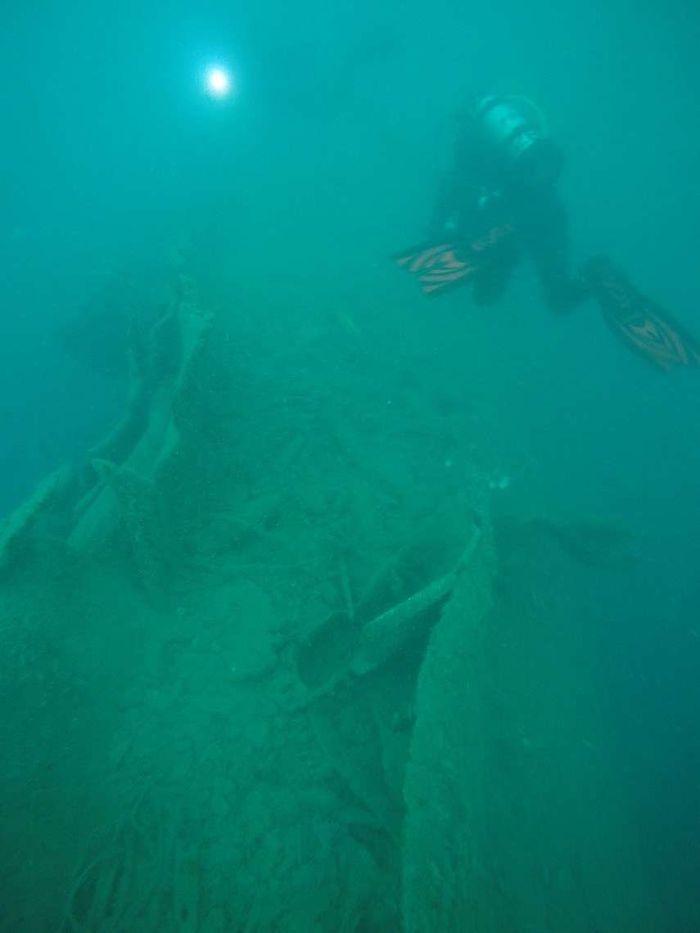 James Hunter sedang survei di bangkai kapal HMS Perth. Ini adalah bagian dari penelitian gabungan antara Puslit Arkenas dengan Australian National Maritime Museum.