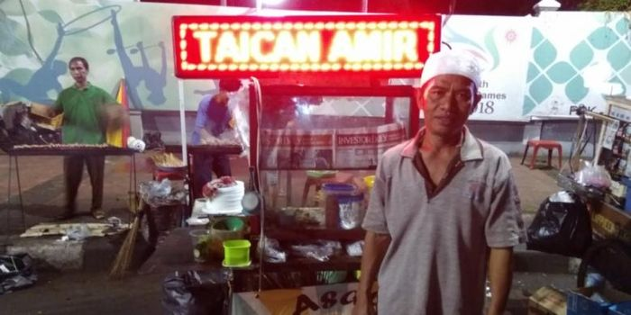 Amir, penjual sate taichan pertama.