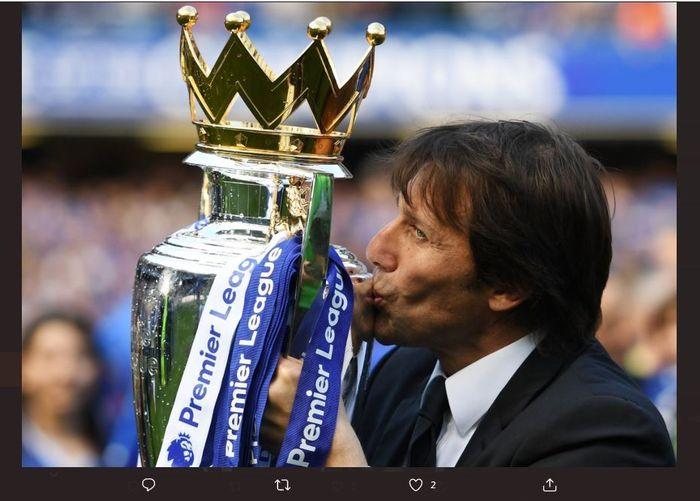 Antonio Conte membawa Chelsea juara Liga Inggris 2016-2017.