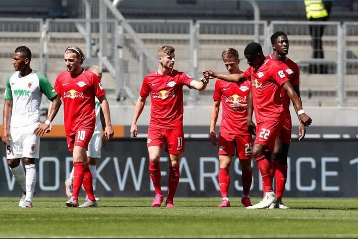 Timo Werner mencetak dua gol untuk membawa RB Leipzig menang 2-1 atas Augsburg pada pekan terakhir Bundesliga, Sabtu (27/6/2020).