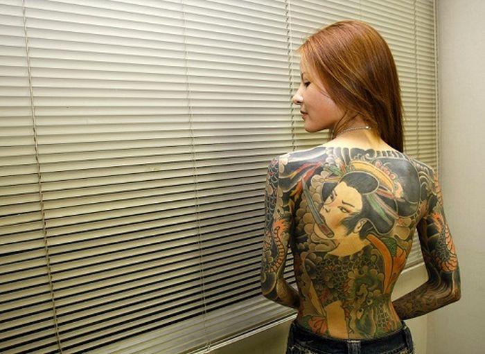 Inilah Shoko Tendo tatto di sekujur tubuhnya melambangkan hubungannya dengan geng Yakuza.