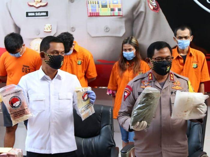 Sindikat pelaku penjualan tembakau gorila