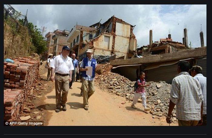 Gampa bumi telah menghancurkan sebgain besar rumah di kampung Hokse.