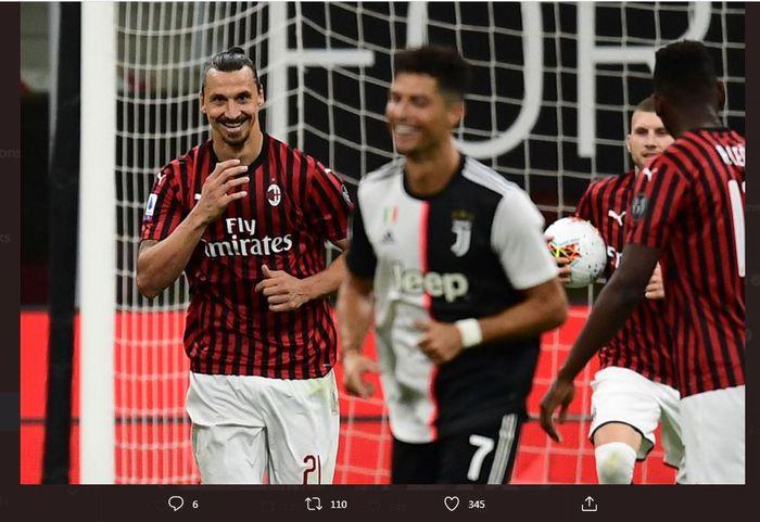 Zlatan Ibrahimovic tersenyum kepada Cristiano Ronaldo dalam partai Liga Italia antara AC Milan vs Juventus di San Siro, 7 Juli 2020.