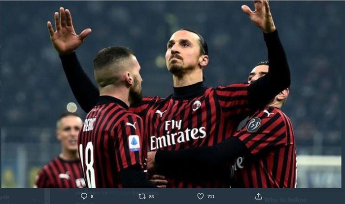 Zlatan Ibrahimovic merayakan golnya untuk AC Milan.