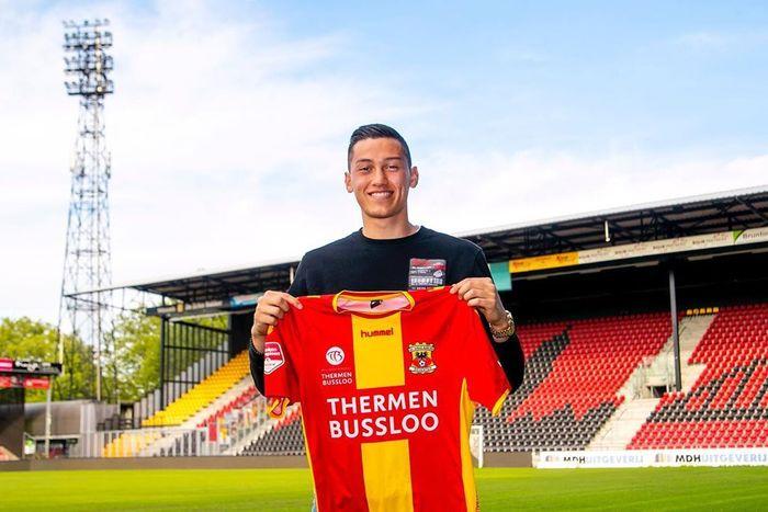 Pemain keturunan Indonesia-Belanda, Jay Idzes, saat bergabung dengan Go Ahead Eagles yang bermain di Liga 2 Belanda.