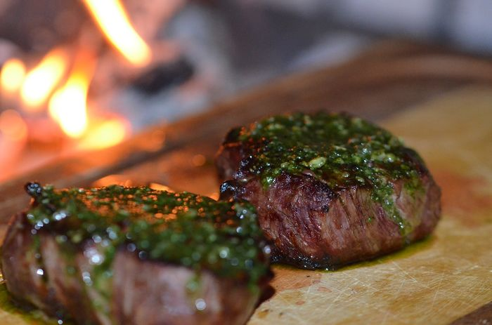 Daging merah yang memasaknya dibakar memicu kanker payudara.