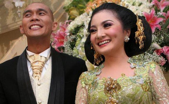 Potret di momen pernikahan Kiki Amalia dan Marcus Horison sebelum keduanya resmi bercerai.
