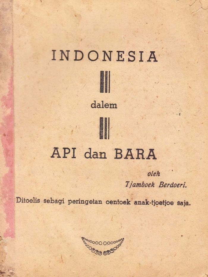 Buku berjudul Indonesia Dalem Api dan Bara, yang pertama kali terbit pada November 1947. Tanpa nama penerbit, tanpa nama percetakan.