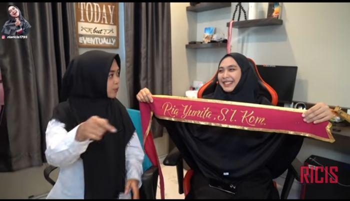 tangkap layar Youtube Ricis Official Ria Ricis dan Oki Setiana Dewi.