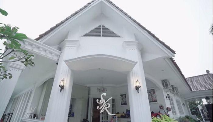 Rumah Syahrini berdesain Eropa klasik
