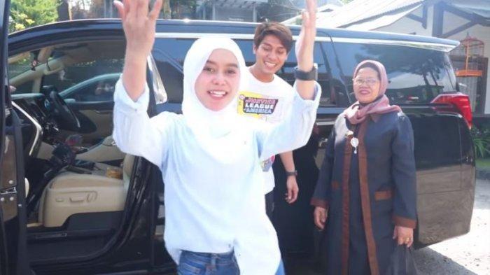 Rizky Billar, Lesti Kejora dan Rosmala Dewi saling bercanda
