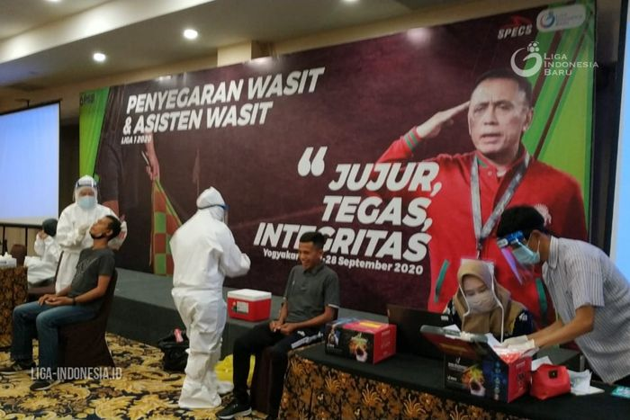 PSSI dan PT Liga Indonesia Baru (LIB) telah bekerja sama untuk menggulirkan penyegaran wasit dan asisten wasit untuk lanjutan Liga 1 yang diikuti oleh 44 orang, pada 22-28 September 2020, di Yogyakarta.