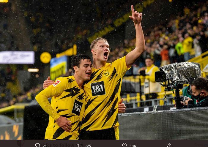 Giovanni Reyna dan Erling Haaland, merayakan gol dalam laga Borussia Dortmund vs Freiburg di Bundesliga, Sabtu (3/10/2020).