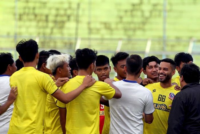 Pemain baru Arema FC, Bruno Smith saat menjalani latihan bersama skuad Singo Edan, Senin (6/10/2020).