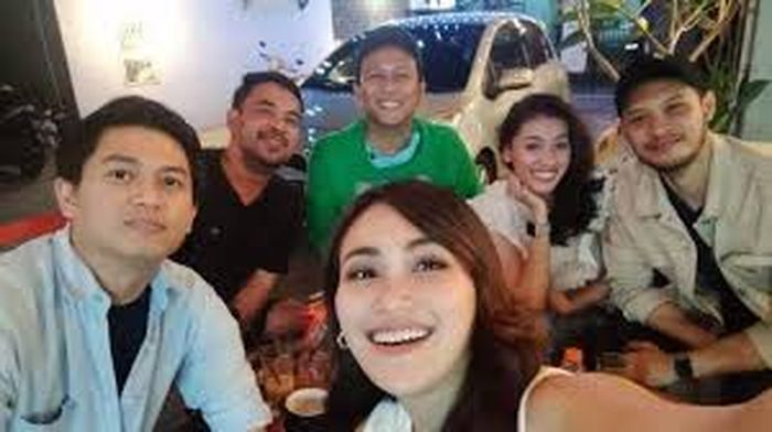 Bukan sembarangan orang, bank swasta ini adalah profil calon suami Ayu Ting, putra seorang kepala suku, Adid Jaysman, seorang janda bernama Tajir.