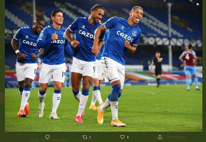 Trio lini depan Everton, dari kanan ke kiri: Richarlison, Dominic Calvert-Lewin, James Rodriguez.