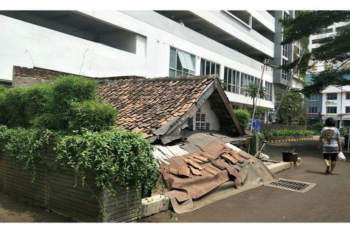Rumah tua di kompleks Apartemen Residence Thamrin Executive Residence, Kebon Melati, Tanah Abang, Jakarta Pusat, Kamis (19/9/2019)