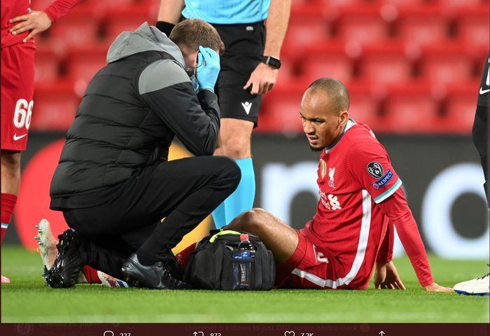 Gelandang Liverpool, Fabinho, mengalami cedera hamstring saat melawan Midtjylland dalam laga Grup D Liga Champions di Stadion Anfield, Selasa (27/10/2020).