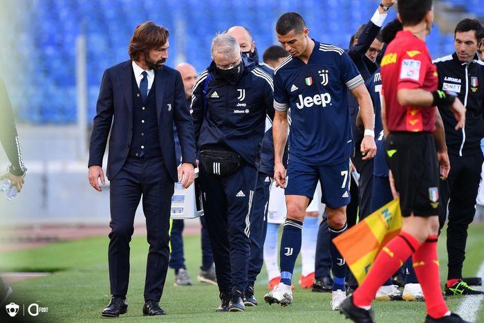 Andrea Pirlo dan Cristiano Ronaldo saat laga Lazio Vs Juventus di Stadio Olimpico, Minggu (8/11/2020).