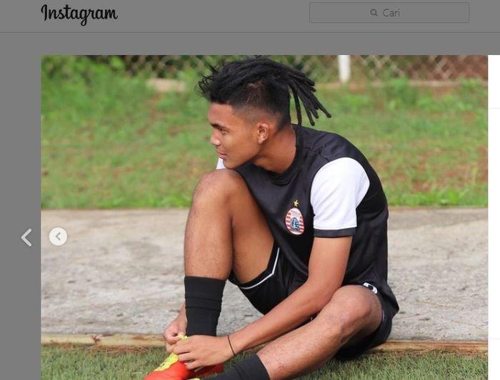 Pemain muda Persija Jakarta, Sutan Zico, berpenampilan dengan rambut gimbalnya.