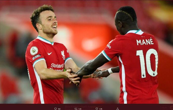 Penyerang Liverpool, Diogo Jota, merayakan golnya ke gawang Leicester City dalam pertandingan Sabtu (22/11/2020).