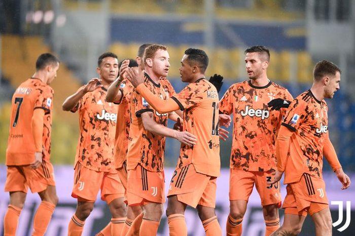 Pemain Juventus merayakan gol Degen Kulusevsky dalam pertandingan Liga Italia melawan Burma, Sabtu (19/12/2020) di Stadion Ennio Dortini.