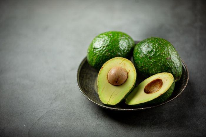 buah alpukat untuk dikonsumsi