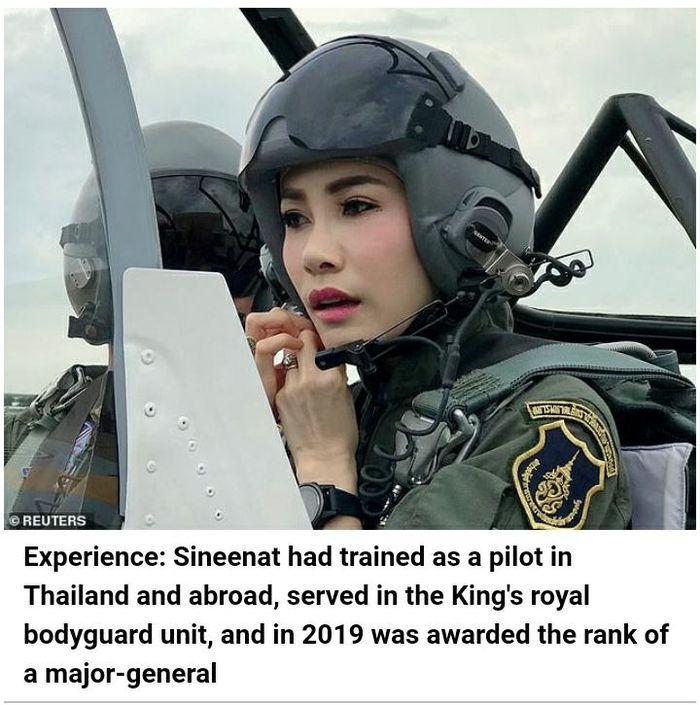 Sineenat pernah berlatih sebagai pilot di Thailand dan luar negeri, bertugas di unit pengawal kerajaan Raja, dan pada 2019 dianugerahi pangkat mayor jenderal.